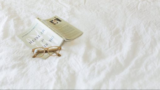 book-glasses-on-linen